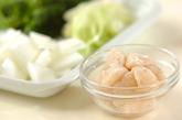 ホタテと冬瓜のミルク炒め煮の下準備1