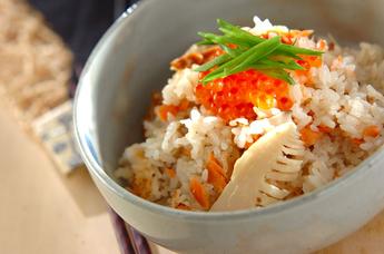 イクラのせ塩鮭の炊き込みご飯