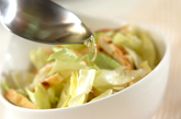キャベツのホットドレッシングサラダの作り方2