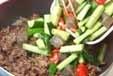 キュウリと牛肉の炒め物の作り方2