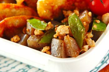 鶏ひき肉とコンニャクの炒め物