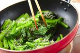 カブの葉の炒め物の作り方1