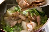 豚肉とカブの炒め煮の作り方4