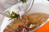 玉ネギとナメコのみそ汁の作り方2