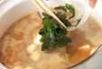 豆腐と貝われ菜のみそ汁の作り方2
