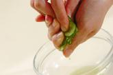 塩もみキュウリの甘酢和えの下準備1