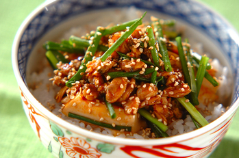 豆腐とアサリのチゲ風ピリ辛丼