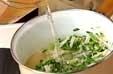 エノキと豆苗の炒め汁の作り方1