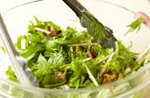 水菜とクルミのサラダの作り方3
