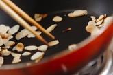 レンコンとソーセージのバジルソテーの作り方1