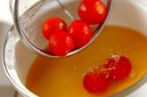ウズラの卵とトマトのコンソメスープの作り方1