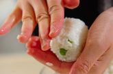 豆ご飯のおにぎりの作り方1