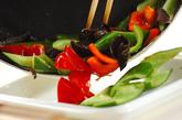 牛肉とキュウリの炒め物の作り方1