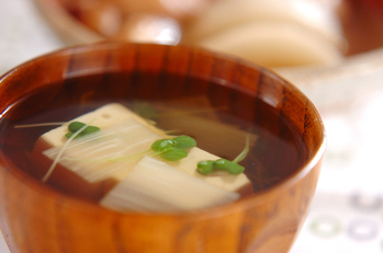 豆腐とウドのお吸い物