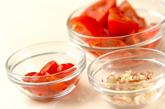 トマトとミョウガの酢の物の下準備1
