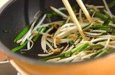 モヤシとニラの炒め物の作り方2