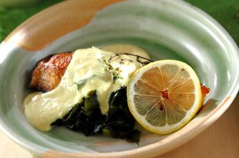 ホワイトソースがけ鮭のソテー