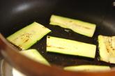 ズッキーニとサーモンのケイパークリームチーズサンド♪の下準備2