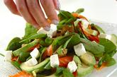 アボカド・スモークサーモンのバルサミコサラダの作り方1