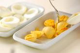 卵のひき肉詰め焼きの下準備1