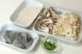エビのアジア風スープの下準備1