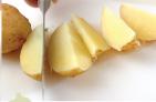 鶏肉とジャガイモのガーリック炒めの作り方2