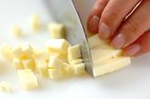 鮭とチーズのおにぎりの下準備1