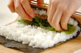 生ハムとルッコラの巻き寿司の作り方2