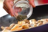 マッシュルームとエビのハーブ炒めの作り方2