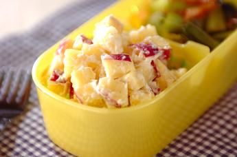 サツマイモとクリームチーズのサラダ