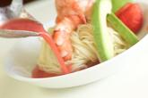 酔っぱらいエビの冷製イチゴソーススパゲティの作り方5