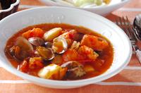 トマトと魚貝のチリソース煮