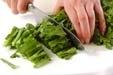 菊菜と油揚げのゴマ和えの下準備1