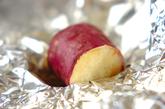 サツマイモのホイルバター焼きの作り方1