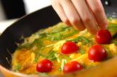 プチトマト入りカニ玉の作り方3