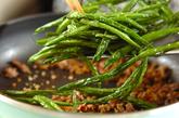 サヤインゲンと豚ひき肉の炒め物の作り方3