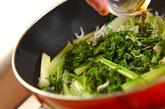 セロリとジャコのナンプラー炒めの作り方2