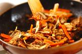 サバ缶とゴボウの炒め物の作り方1
