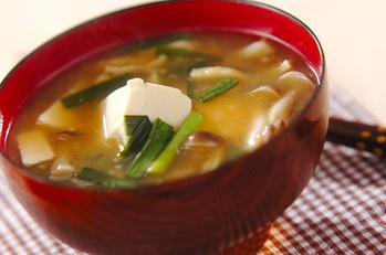 豆腐と油揚げの田舎みそ汁