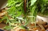 水菜と揚げの炒め物の作り方2