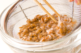 豚納豆炒めレタス包みの作り方1
