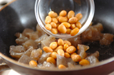 コンニャクと水煮大豆のしょうゆ炒めの作り方2