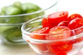 キュウリとプチトマトの和え物の下準備1
