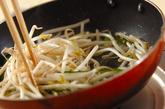 モヤシのソース卵とじの作り方1