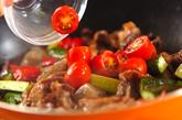 キュウリと牛肉のソース炒めの作り方2