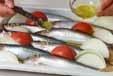 イワシのニンニク油焼きの作り方1