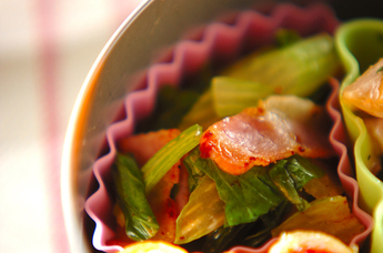 セロリとベーコンの炒め物