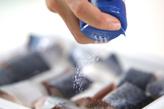 揚げサバの黒酢あんかけの下準備1