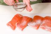 鮭のソテータルタルソースの下準備1
