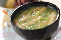 エノキのゴマ風味みそ汁